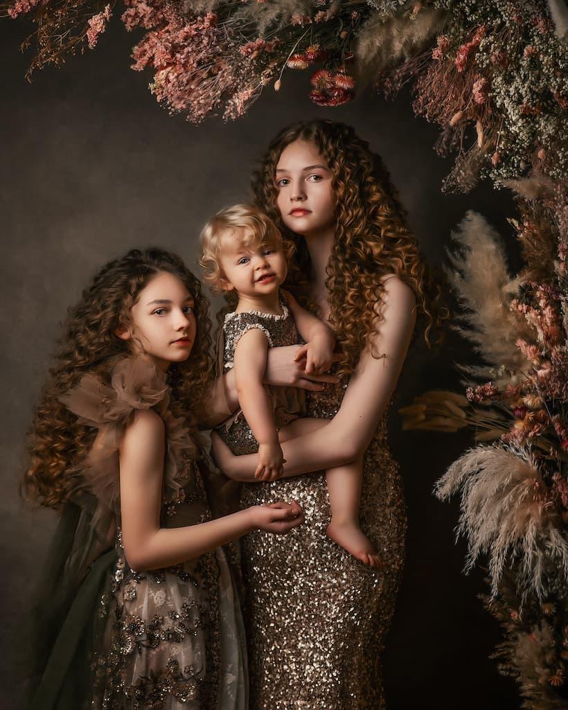 Sisters Family Portrait Photography - Kettering, Northamptonshire - Family Portrait Photography - Paulina Duczman